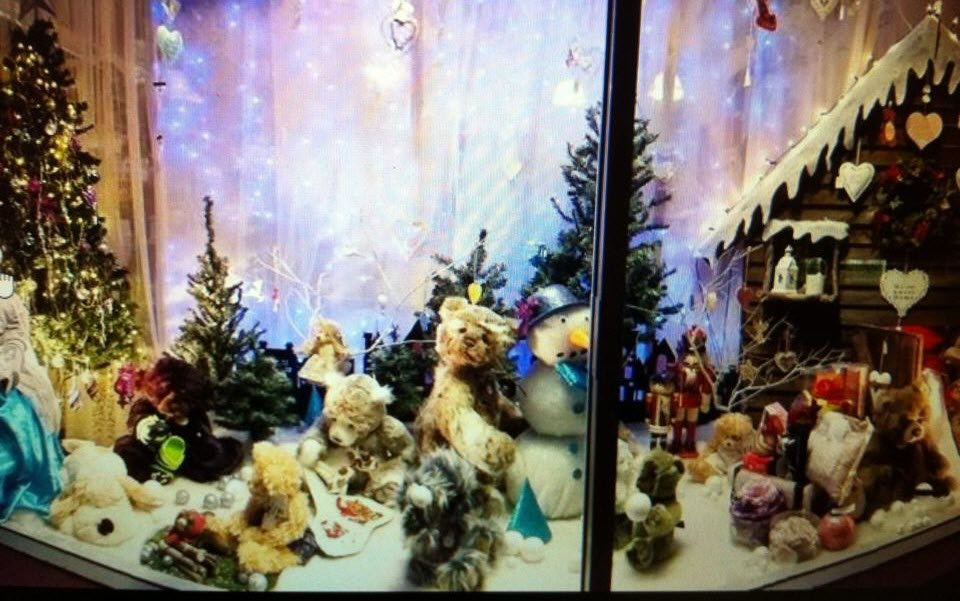 christmas in cooroy shop window trail