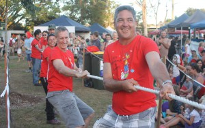 chrsitmas in cooroy tug of war