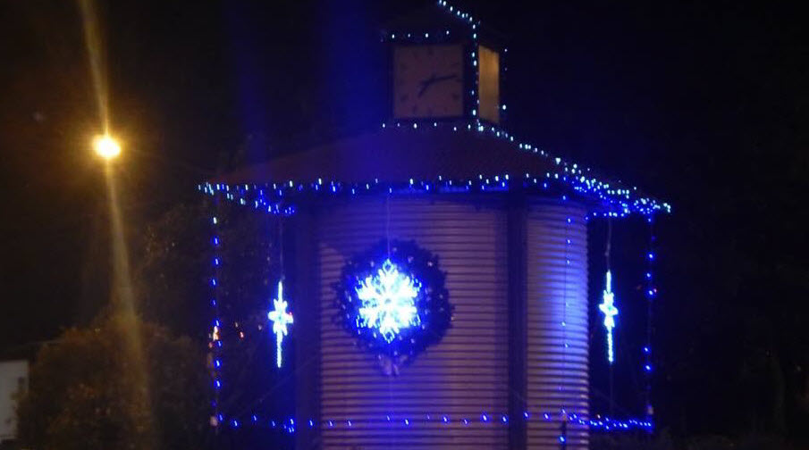 Christmas Lights @ Cooroy Clock Tower - sponsored by Cooroy Pest Control